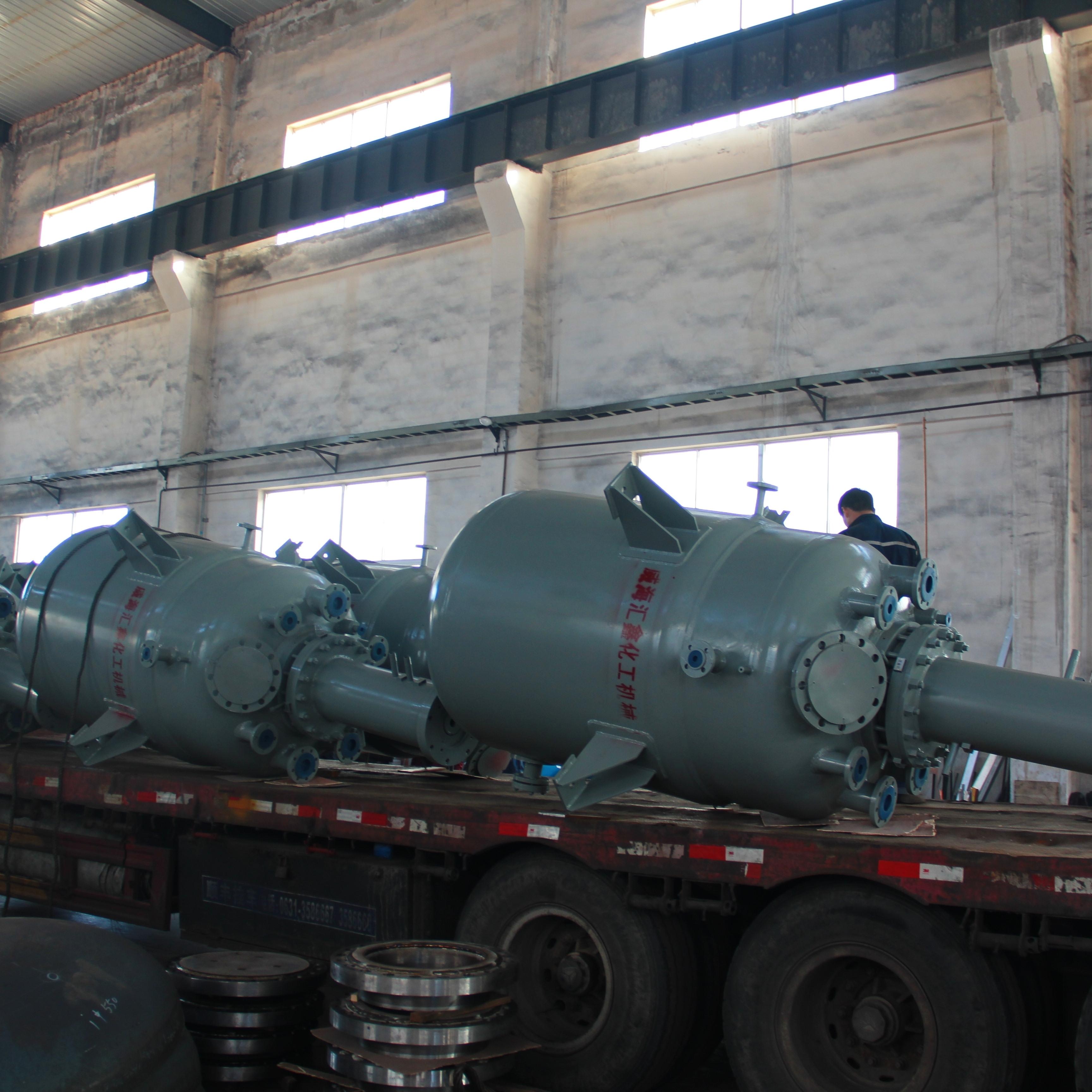 我公司为山东某科技公司生产的3000L反应釜日前顺利完工出厂